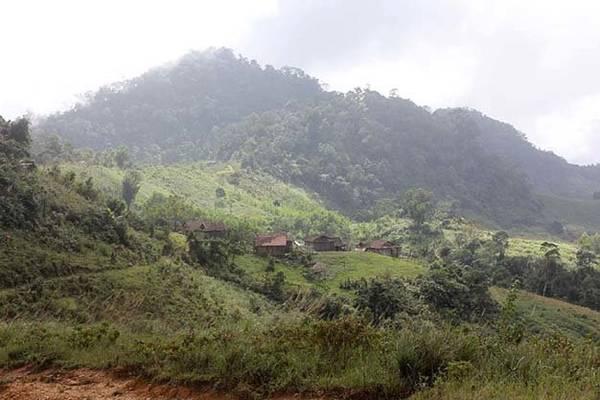 Điểm trường tiểu học ở thôn Quế, xã Trà Bùi dưới chân Cà Đam - Ảnh: V.Q.Cầu