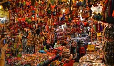 Tại Chatuchak, nếu bạn thích đồ gì và thấy giá cả hợp lý, hãy mua luôn, bởi bạn hầu như không thể tìm lại đúng vị trí cửa hàng mình đã từng đi qua. Ảnh: costaluxurycityguides.com