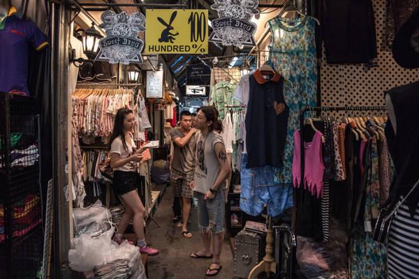 Giờ hoạt động của chợ là thứ 6: từ 6h chiều – nửa đêm; Thứ 7 và CN: 9h sáng – 6h chiều. Ảnh: costaluxurycityguides.com