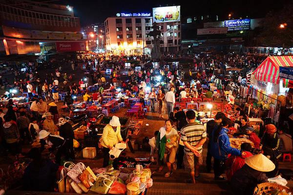 Ẩm thực đa dạng ở chợ đêm Đà Lạt.Ảnh: Yeah1