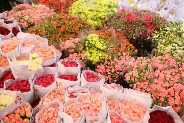 Nhiều nhà cửa hàng tại Pak Klong Talad cung cấp cả dịch vụ cắm hoa. bó hoa, vòng hoa, hoa cho đám cưới hoặc dịp đặc biệt khác luôn có sẵn ở cửa hàng. Ảnh: dezlim.com