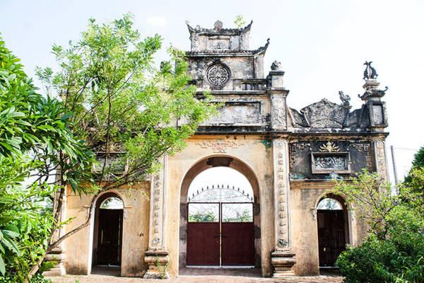Cổng chính vào chùa Tổ chỉ mở trong những ngày lễ hoặc mùng 1 và rằm - Ảnh: Minh Đức