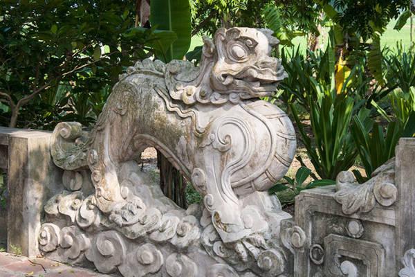 Tạo hình nghê trong sân chùa - Ảnh: Minh Đức