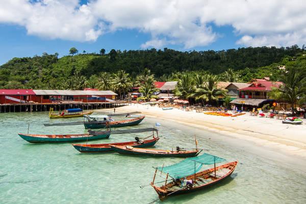 Description: Đảo Koh Rong là một điểm du lịch thú vị và thu hút bởi vẻ đẹp thơ mộng, yên bình. Đây là nơi thích hợp để bạn tận hưởng không khí trong lành và tĩnh lặng sau những bận rộn của cuộc sống. Ảnh: Lindsaypunk
