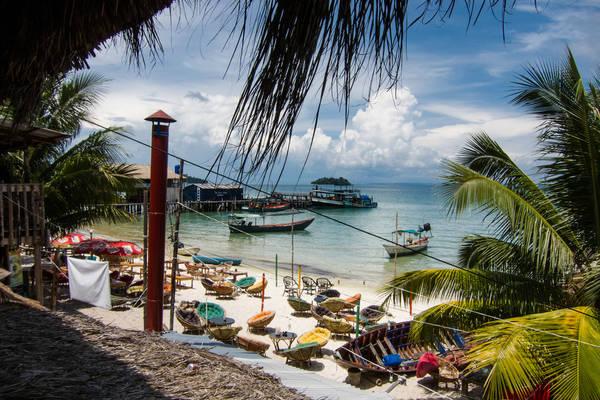 Description: Trước khi bắt đầu cuộc hành trình khoảng 2 tuần, bạn nên đặt trước khách sạn và phương tiện đi lại. Chỉ với 3 ngày 2 đêm là bạn sẽ khám phá hết hòn đảo. xinh đẹp này. Đến Koh Rong, trước tiên du khách phải đến Sihanoukville sau đó đi tàu ra đảo. Ảnh: Lindsaypunk