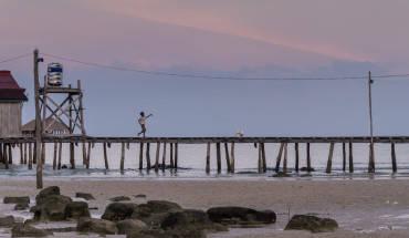 """Koh Rong là hòn đảo được NewYork Times bầu chọn là 1 trong 45 điểm đáng đến nhất thế giới năm 2012 và được mệnh danh là """"Hawaii của châu Á"""". Hành trình đến với đảo này sẽ mang đến cho khách một trải nghiệm mới hoàn toàn. Ảnh: Slawekkozdras"""