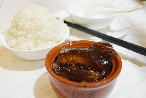 Thịt Đông Pha có thể tìm được ở bất cứ nhà hàng nào ở Hàng Châu. Ảnh: Nguyên Chi