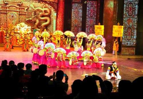 Show diễn Tống thành thiên cổ tình công phu, đẹp mắt với dàn diễn viên số lượng khổng lồ. Ảnh: Trí Tín