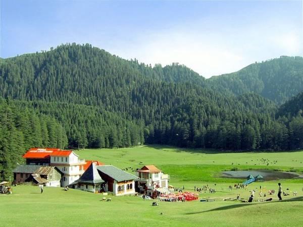 13. Đổng cỏ xanh hút tầm mắt của Khajjar ở Himachal Pradesh. Ảnh: SriniG