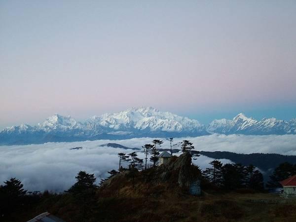 18. Khung cảnh tuyệt đẹp trên dãy Himalayas nhìn từ Sandakphu. Ảnh: solarshakti