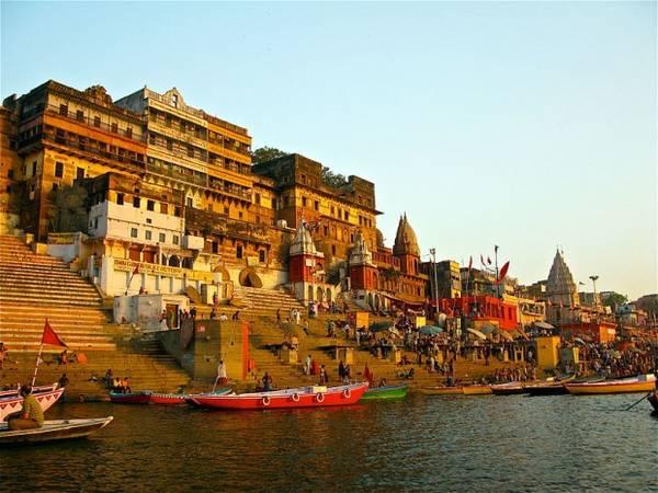 7. Sông Hằng chảy qua vùng đồng bằng phía Bắc Ấn Độ được coi là con sông linh thiêng trong đạo Hindu và là nơi những người theo đạo Hindu thường tìm đến để tắm sông, tẩy trần mọi tội lỗi. Ảnh: Ken Wieland