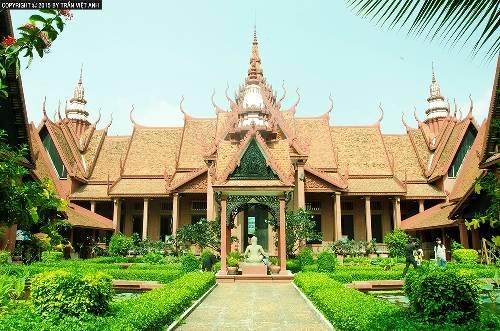 Bảo tàng quốc gia Campuchia, một công trình kiến trúc đặc biệt đồng thời là kho tàng điêu khắc nổi bật. Ảnh: Trần Việt Anh