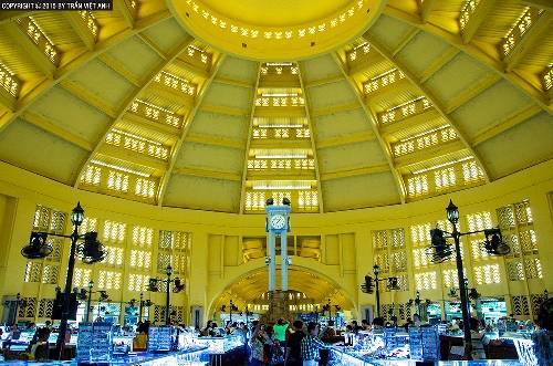 Chợ trung tâm là một trong những địa điểm mua sắm hấp dẫn nhất Phnom Penh. Ảnh: Trần Việt Anh