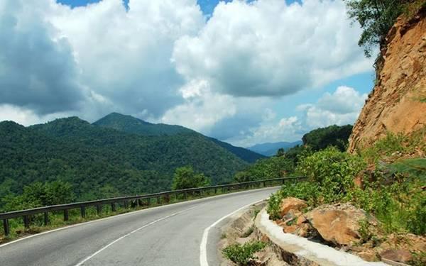 Trong các ngọn đèo bạn phải chinh phục để Đà Lạt, đèo Bảo Lộc được coi là cung đường lý tưởng thách thức các tín đồ yêu thích khám phá và chinh phục. Ảnh: Baoloc.net.
