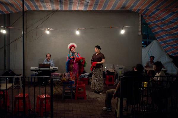 Màn trình diễn nghệ thuật của các nghệ sỹ đường phố. Ảnh: H.L.Tam