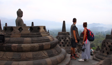 Đền Borobudur là nơi bạn sẽ được chiêm ngưỡng một trong những khung cảnh bình minh ngoạn mục nhất thế giới. Ảnh: Cắt từ clip