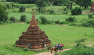 Xe ngựa là phương tiện di chuyển rất phổ biến ở Bagan. Ảnh: Tango