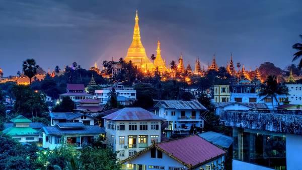 Ngôi chùa Shwedagon nổi bật thống trị đường chân trời của Yangon. Ảnh: travelinmyanmar.ethnies-mekong.com