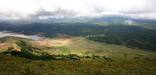 Quang cảnh nhìn từ đỉnh LangBiang. Ảnh: ST