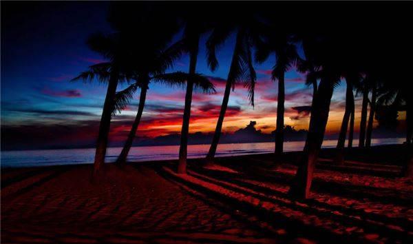 Biển Cửa Đại được bầu chọn là một trong 20 bãi biển đẹp nhất thế giới với dải cát trắng mịn, nước trong xanh và sóng nhỏ.