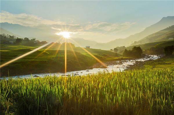Đến Sapa du khách sẽ có cơ hội được ngắm nhìn thỏa thích cảnh bình minh hay hoàng hôn tuyệt đẹp ở vùng cao.