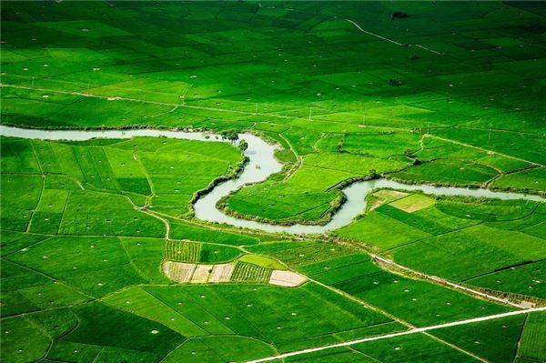 Thung lũng lúa Bắc Sơn rộng lớn với khung cảnh non nước hữu tình.