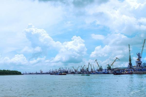 Cảng Hải Phòng bình yên trong ngày mới. Ảnh: Hải Phòng Photo