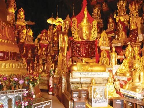 Tượng Phật trong hang động