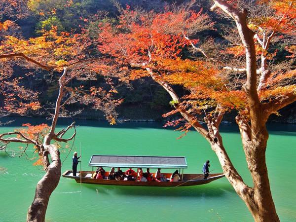 Phong cảnh đẹp như tranh vẽ của Nhật Bản vào đầu đông.