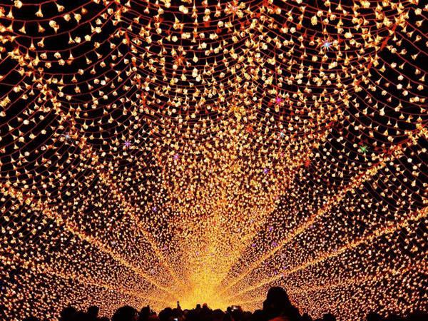 Lễ hội ánh sáng ở Nabana No Sato.