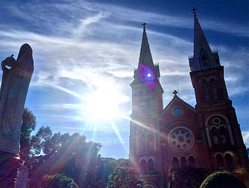 Mireia Lalaguna chụp bức ảnh cô thăm Nhà thờ Đức Bà ở trung tâm TPHCM.