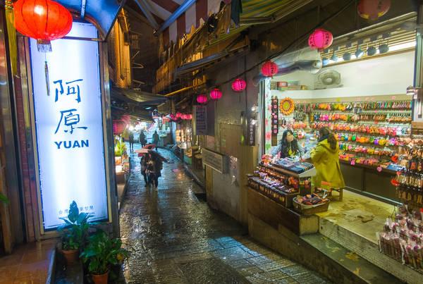 Không chỉ là điểm du lịch hấp dẫn, làng Jiufen còn là nơi lưu giữ nhiều nét đẹp văn hóa truyền thống của người dân Đài Loan. Ảnh: Andy Enero