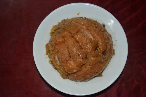 Khâu nhục có thể ăn kèm cơm, bánh mì và các loại rau trong bữa sáng hoặc bữa chính. Ảnh: Má Lúm.