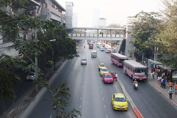 Ở Thái có rất nhiều phương tiện di chuyển thuận tiện.