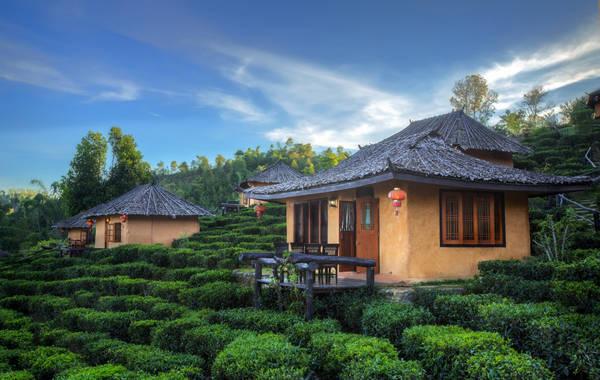 Cảnh đồi núi, sông nước hữu tình như tranh phong cảnh của làng Ban Rak Thai khiến không ít du khách say mê. Ảnh: Legalnomads