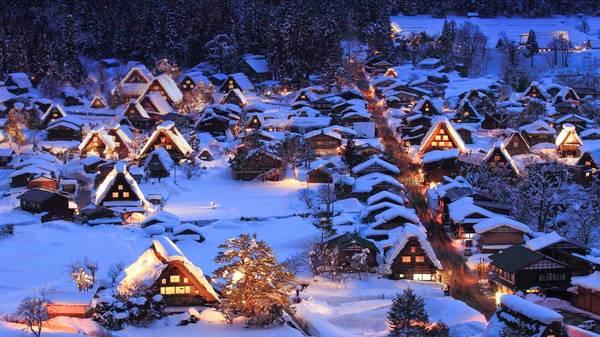 Làng Shirakawa-go trong tuyết trắng. Ảnh: worldwidetour.org