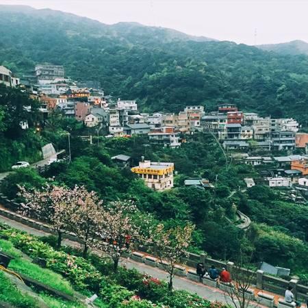 Vì nằm trên sườn núi nên làng Jiufen sở hữu vẻ đẹp hết sức lãng mạn. Ảnh: Minh Trí