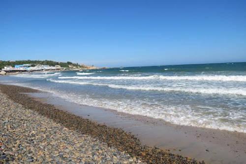 Biển Cổ Thạch vẫn còn khá hoang sơ.