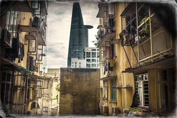 Tòa nhà Bitexco hiện lên dưới ống kính của nhiếp ảnh gia lại gợi nên cảm giác hoài niệm tới khó hiểu. (Ảnh: Internet)