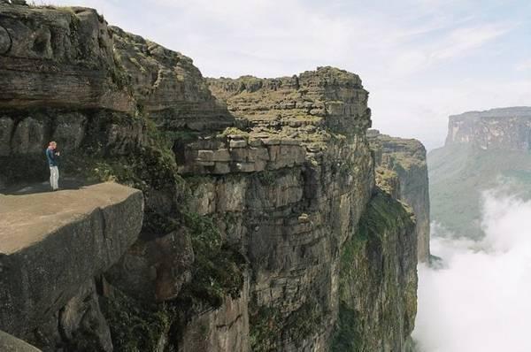 Du khách trên đỉnh núi Roraima - Ảnh: wp