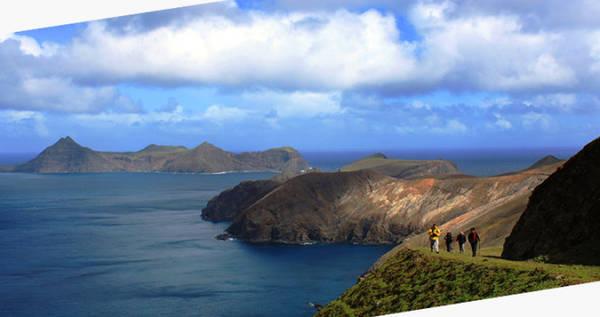 Đi bộ khám phá đảo Robinson Crusoe - Ảnh: chiletourism