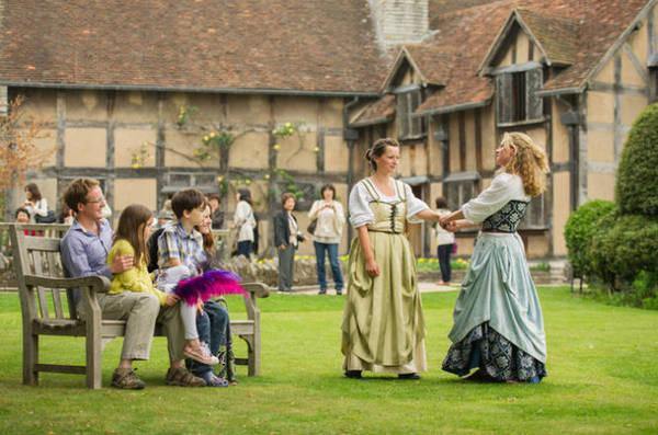 Tái hiện hình ảnh các nhân vật từ tiểu thuyết của đại văn hào Shakespeares tại ngôi nhà lúc sinh thời của đại văn hào - Ảnh: lonelyplanet