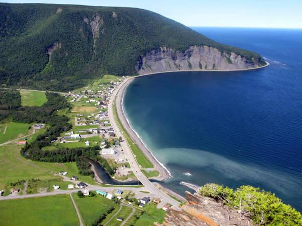 Làng Mont St-Pierre ở Gaspesia thuộc tỉnh bang Québec trên đường mòn quốc tế Appalachian - Ảnh: wp