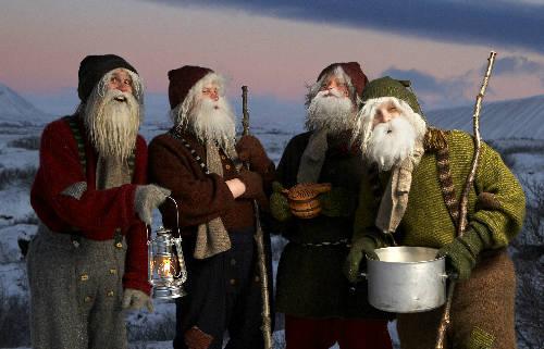Nếu Yule là biểu tượng cho nỗi sợ hãi thì Yule Lads (Iceland) lại là hiện thân của những ông già tinh nghịch. Sẽ có 13 người thay phiên nhau xuống núi tặng quà cho trẻ ngoan và một củ khoai tây thối cho những đứa trẻ không nghe lời vào 13 ngày trước Giáng sinh. Tuy nhiên ở một số vùng, họ miêu tả Yule Lads như những kẻ khát máu và thích ăn thịt trẻ con giống như mẹ của họ - Gryla – con quái vật kinh khủng nhất mọi thời đại. Ảnh: NorthIceland.