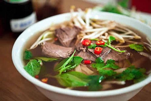 Các món ăn đa dạng và hấp dẫn: Danh tiếng ẩm thực Việt Nam được biết đến trên khắp thế giới. Hà Nội là nơi bạn có thể trải nghiệm rõ nhất điều này với phở, nem, giò chả và nhiều món ăn đường phố ngon khó cưỡng. Annapurna còn ấn tượng với nhiều nhà hàng chay ở thủ đô.