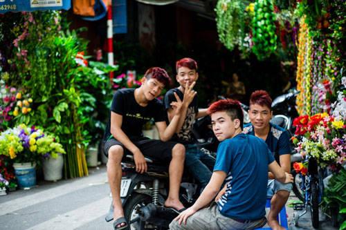 Mọi đường phố đều có thể là chợ dân sinh: Hà Nội là một trong những thành phố có đời sống trên đường phố phong phú. Từng ngõ nhỏ trong phố cổ đều đông đúc hàng quán, các sản phẩm đặc sắc.