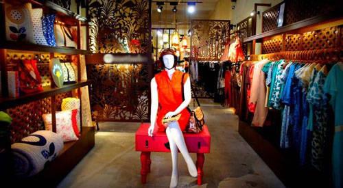 Những cửa hàng thời trang tốt nhất khu vực Đông Nam Á: Ở Hà Nội có thể tìm thấy những cửa hàng thời trang đậm chất châu Á dễ thương. Những phố như Hàng Nón bán nhiều quần áo ấn tượng với giá cả phải chăng.
