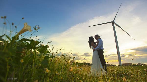Nhiều cặp đôi chọn Phú Quý làm địa điểm chụp hình cưới. Ảnh: Lê Anh Tuấn