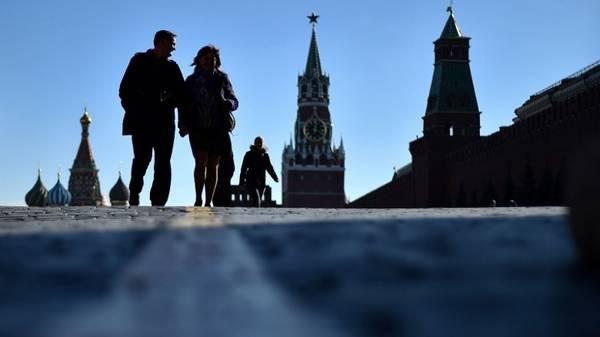 <strong>13. Thay đổi cách nhìn về các địa điểm nổi tiếng:</strong> Ví dụ như có 4/5 du khách đến Nga nhận xét rằngQuảng trường Đỏ ở Moscow so với hình ảnh trên ti vi thì rộng hơn nhiều lần.