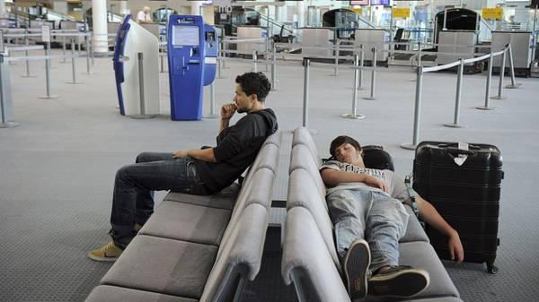 <strong>4. Bạn có thể ngủ ở bất kì đâu,</strong> từ nhà ga, sân bay hoặc trong những nhà nghỉ tồi tàn. Nhìn chung miễn có chỗ để ngả lưng là được.